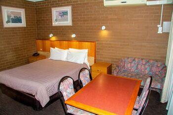 Mildura Motor Inn 2 Bedroom Family Room