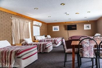Mildura Motor Inn Large Family Room