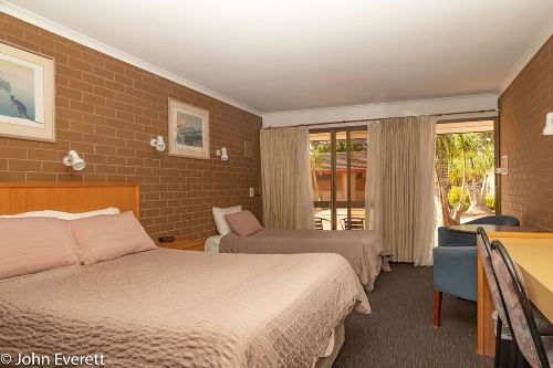 Standard Queen + Room  Mildura Motor Inn